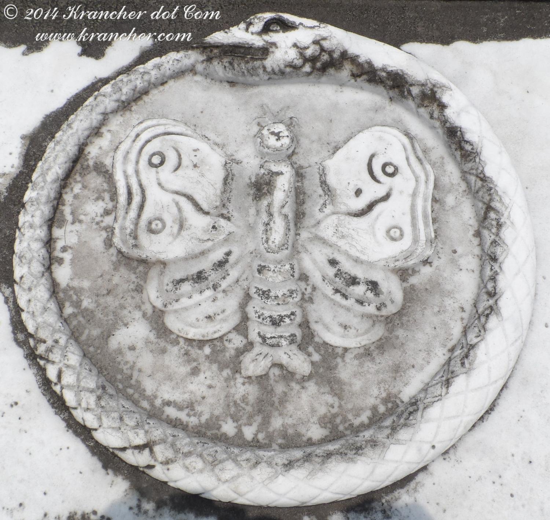 Fragment van het graf van Jelle Roelofs, Catharina Maria Anna Walrave en Johanna Cornelia Wilhelmina Roelofs