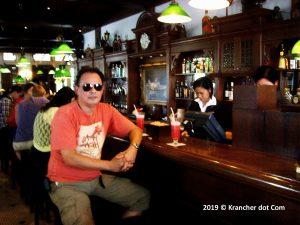 Longbar Raffles Singapore Sling Krancher